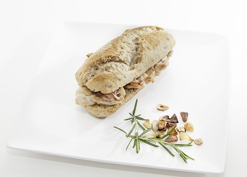 Pan 5 cereales, pollo al romero y manzanilla