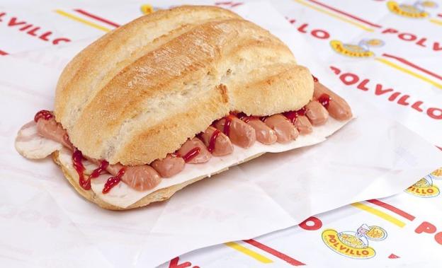 Bocadillo salchichas, bacon, ketchup