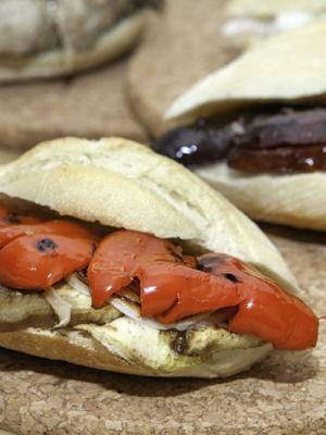Montadito Berenjena,pimientos rojos,cebolleta fresca