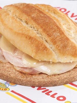 Bocata cochinito,queso,bacon