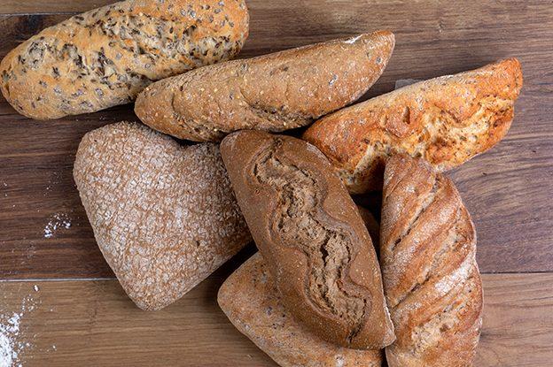 Familias de panes integrales y ecologicos con fibra